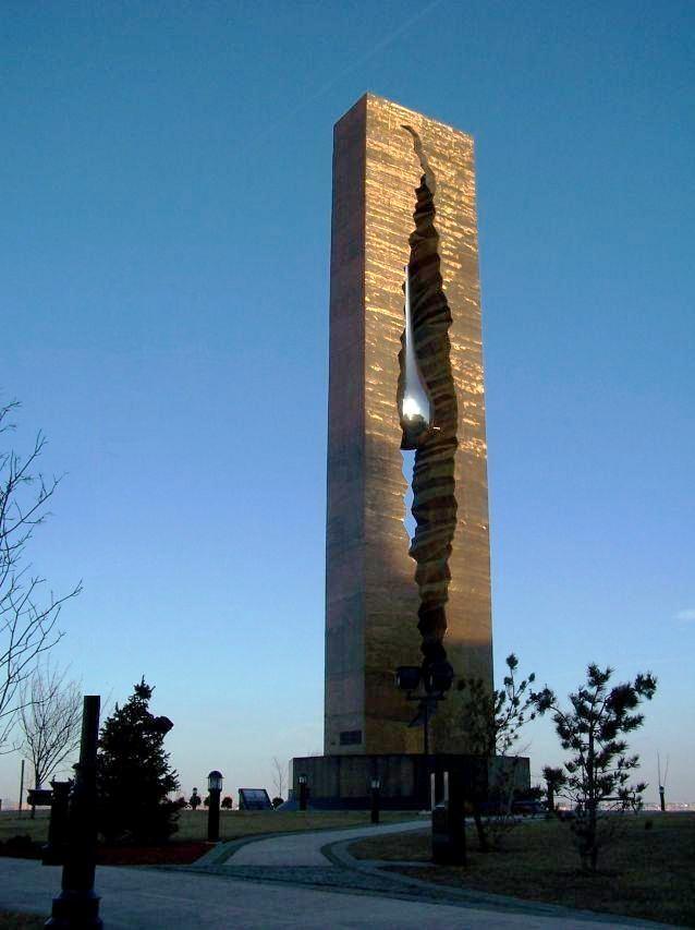 La larme : Mémorial offert par la Russie aux Etats-Unis à la suite de l'attentat terroriste du World Trade Center